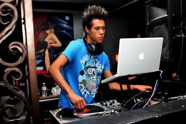 DJ L!VE